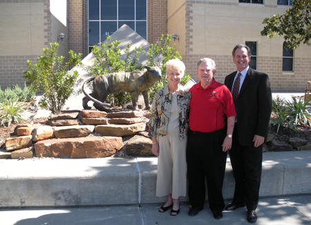 Donors Mary Virginia and Claud Jacobs with UHV President Tim Hudson