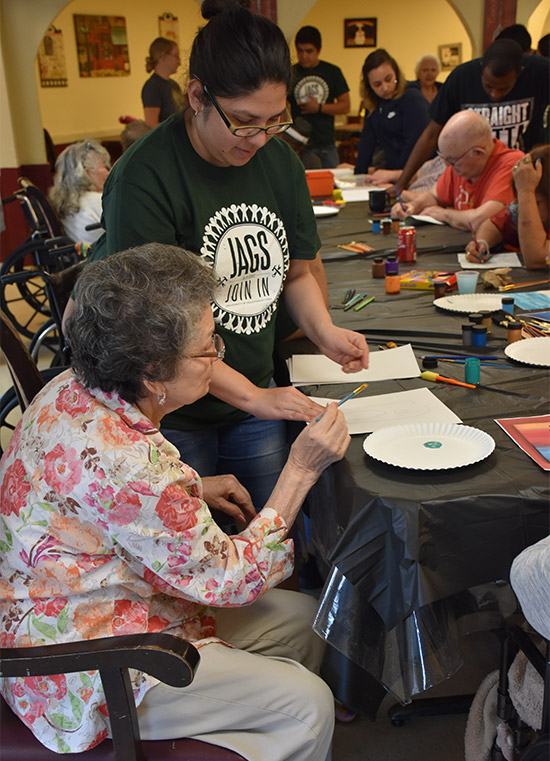 Uhv Newswire Uhv Students Help Nursing Home Residents Create Art